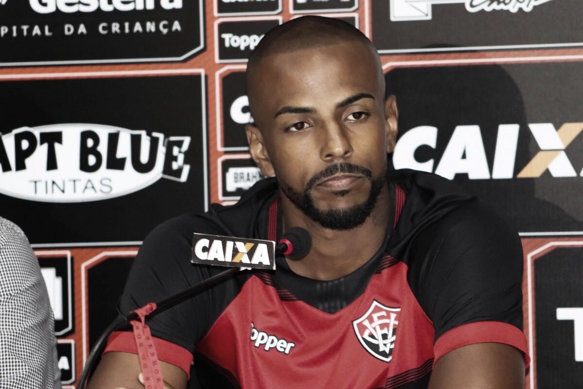 """Em má fase, Ruan Renatonega crise no vestiário do Vitória: """"Nosso grupo é bem unido"""""""