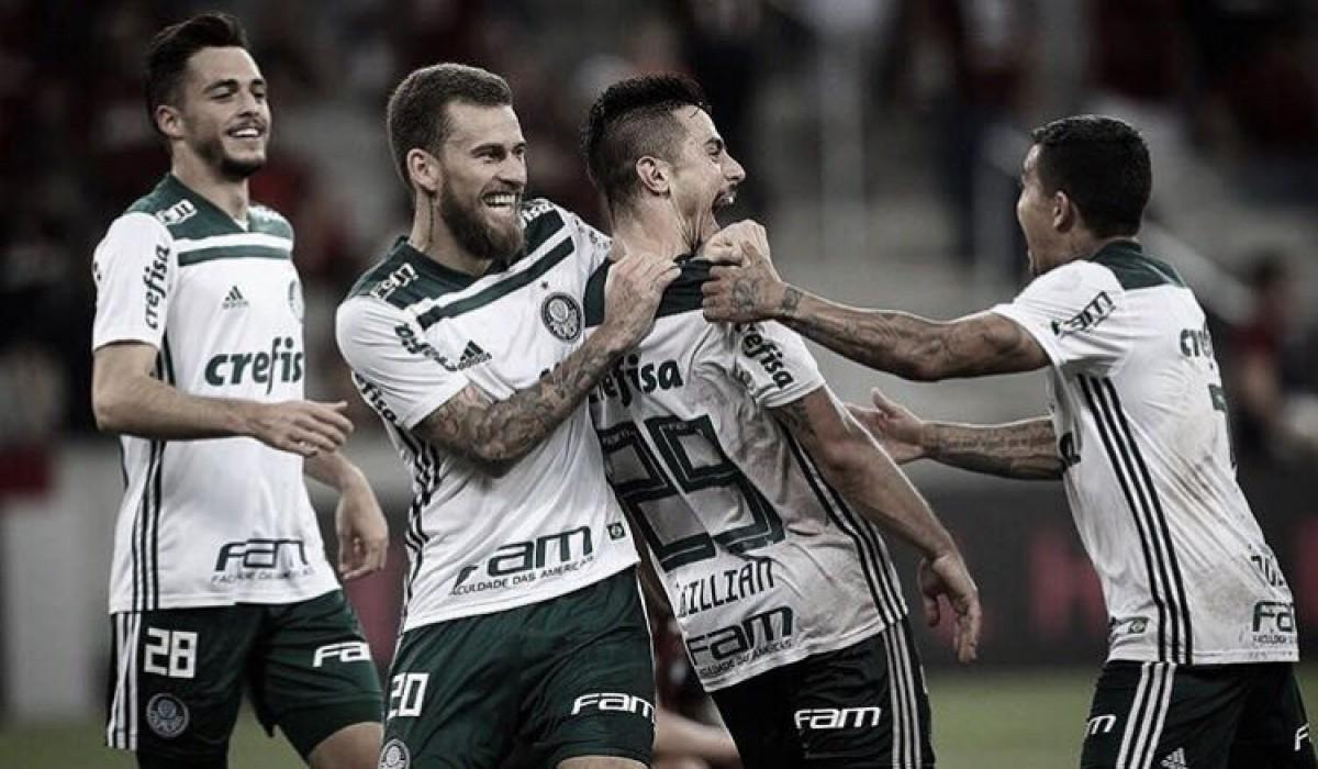 Palmeiras enfrenta Atlético-PR buscando encostar nos líderes do Brasileirão