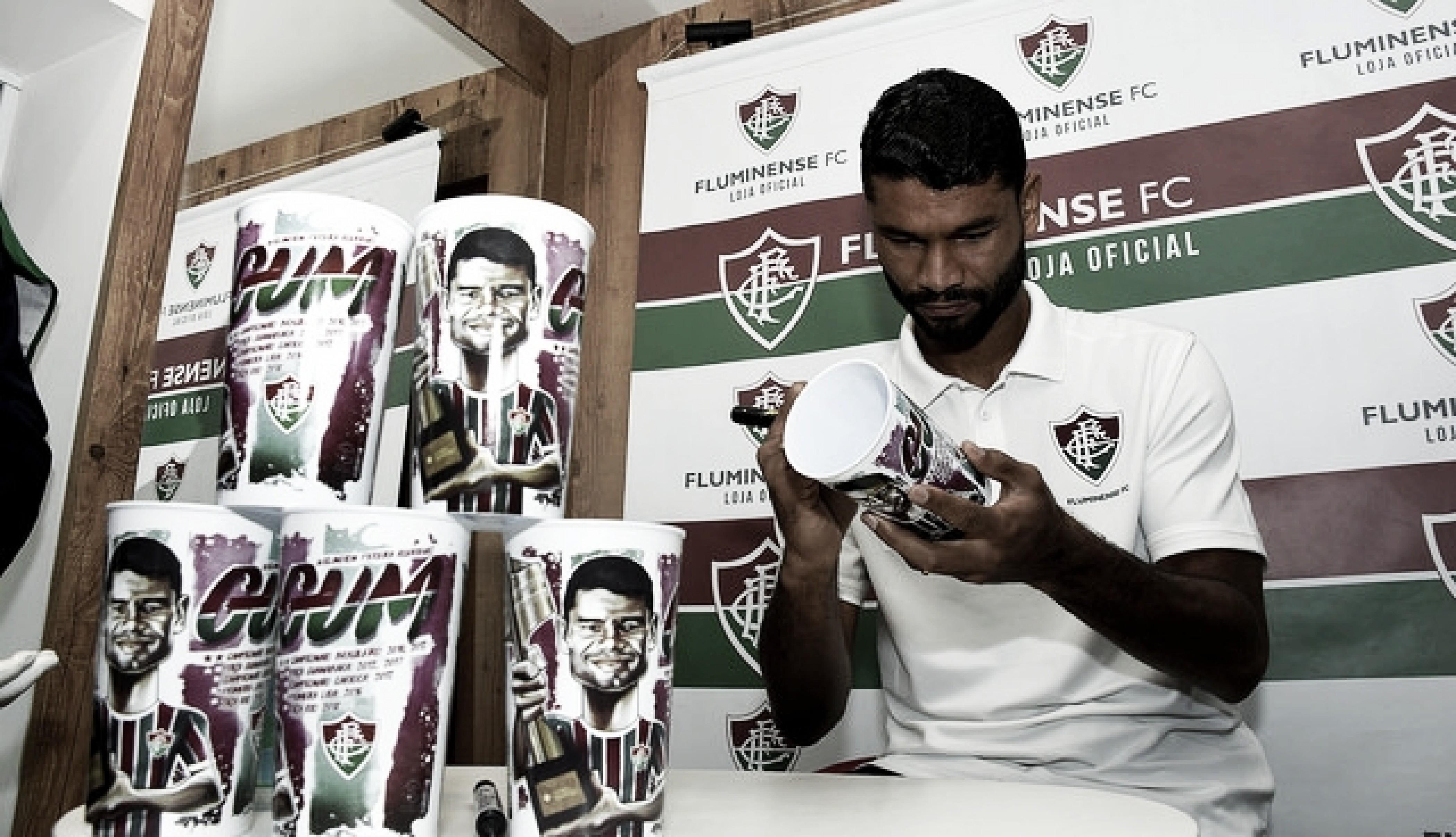 Gum recebe torcedores para uma tarde de autógrafos nas Laranjeiras: ''Foi muito prazeroso''