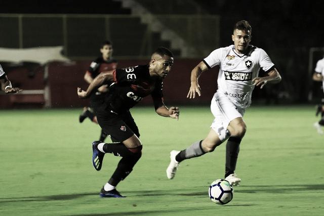 Em jogo de sete gols, Botafogo bate Vitória no Barradão e se afasta do Z-4