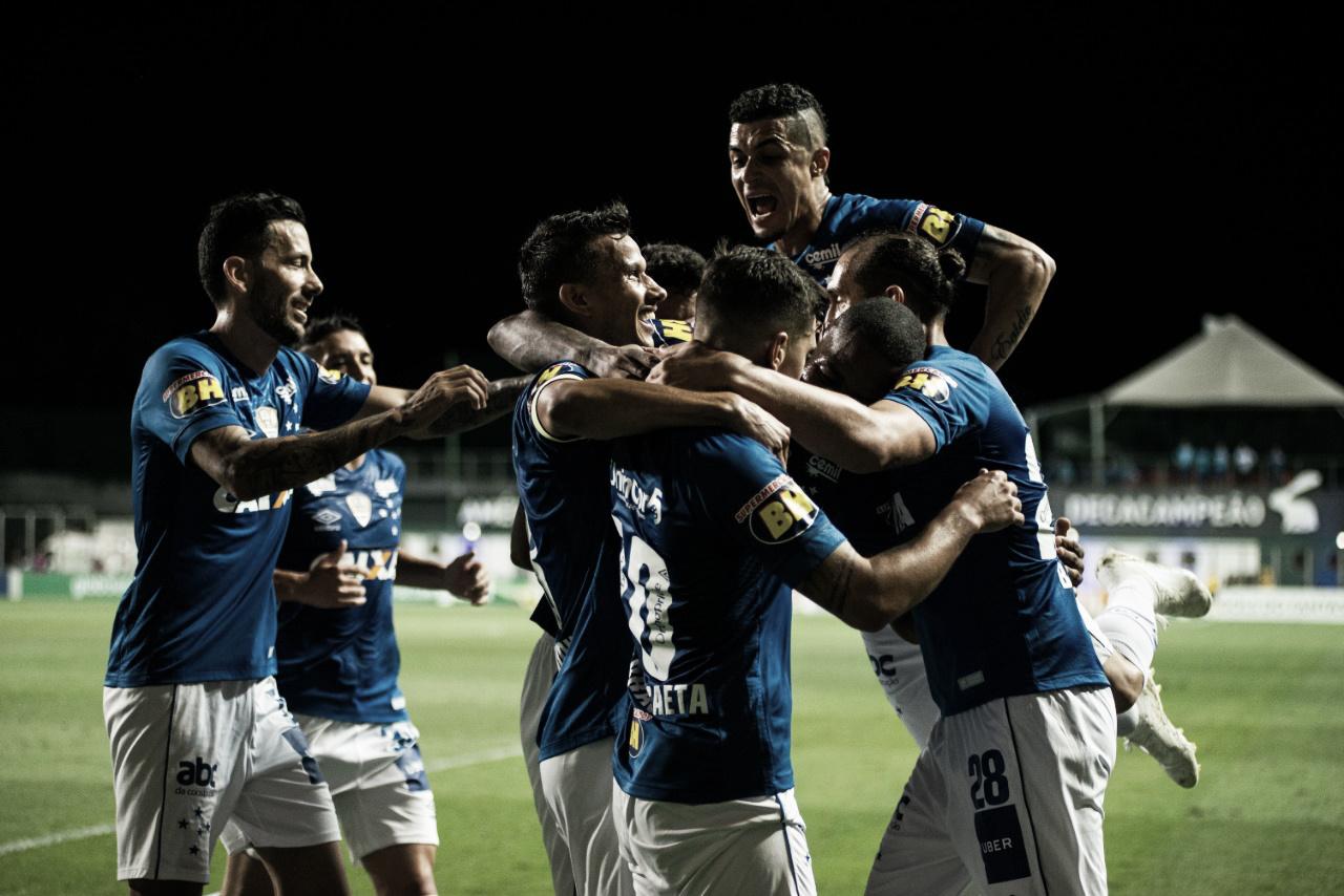 Em jogo das faixas, Cruzeiro derrota Chapecoense e completa comemoração do título