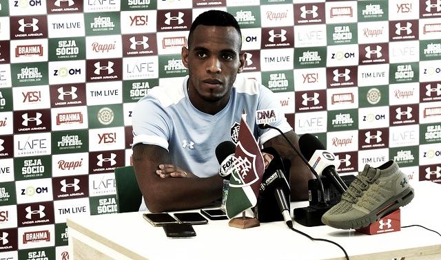 Digão agradece recepção da torcida no aeroporto e quer Fluminense focado contra o Vasco