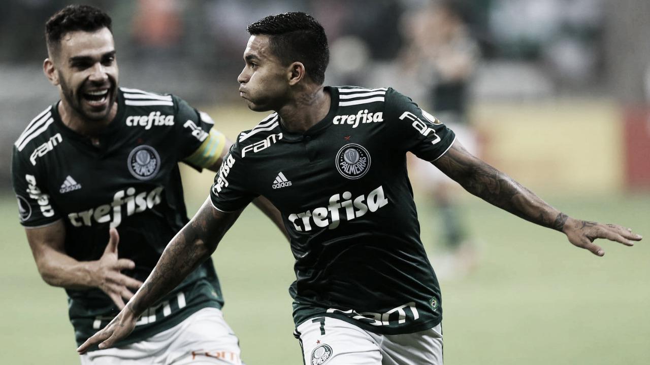 Em clássico de cinco gols, Palmeiras vence Santos e se isola na liderança do Brasileiro
