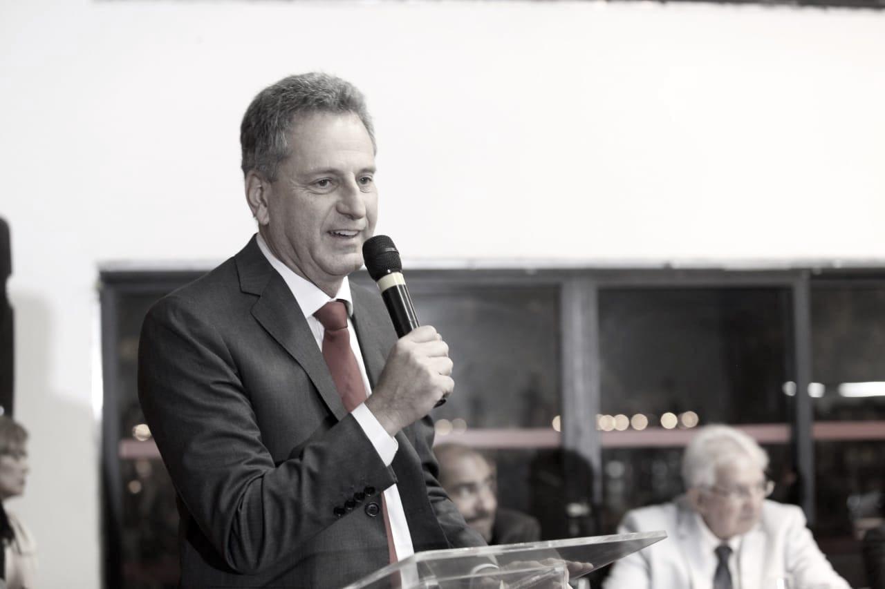 Emocionado, Rodolfo Landim toma posse como novo presidente do Flamengo