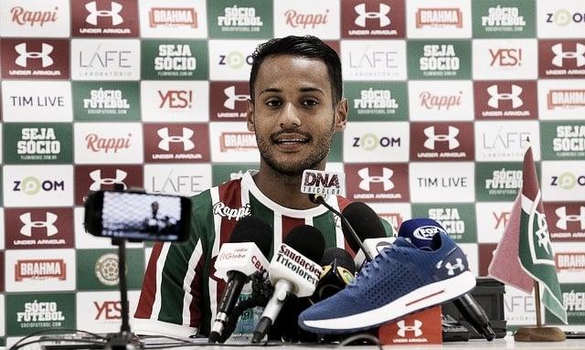 """Mateus Gonçalves é apresentado no Flu: """"Chego para vestir uma camisa muito pesada"""""""