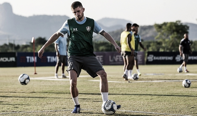 Fluminense anuncia meia Caio Henrique, ex-Paraná