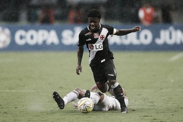 """Apesar do vice-campeonato, Lucas Santos enaltece esforço do Vasco: """"Não paramos de lutar"""""""