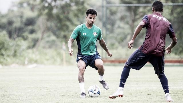 Fluminense anuncia a contratação do volante Allan, ex-Liverpool