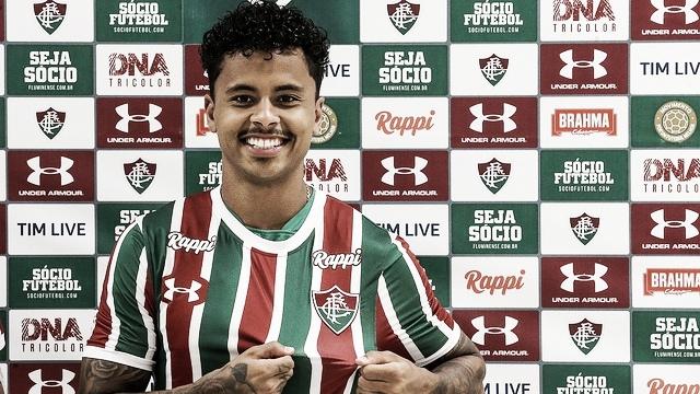 """Allan é apresentado e ressalta desejo de se firmar no Fluminense: """"Quero ficar"""""""