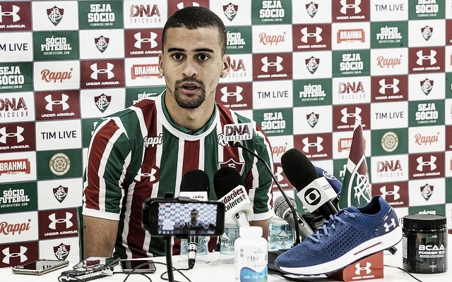 "Léo Santos é apresentado no Fluminense e afirma: ""Quero mostrar meu potencial"""