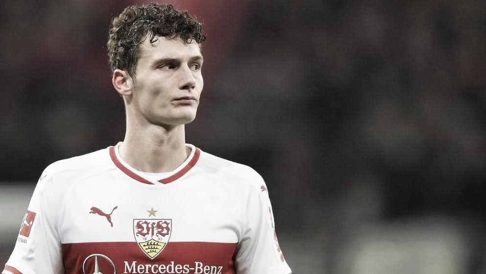 """Diretor do Stuttgart nega acordo com Bayern por Pavard: """"Não há oferta por escrito"""""""