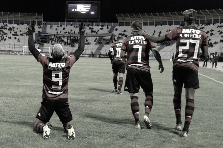 Gabigol marca na altitude e Flamengo estreia com vitória na Libertadores