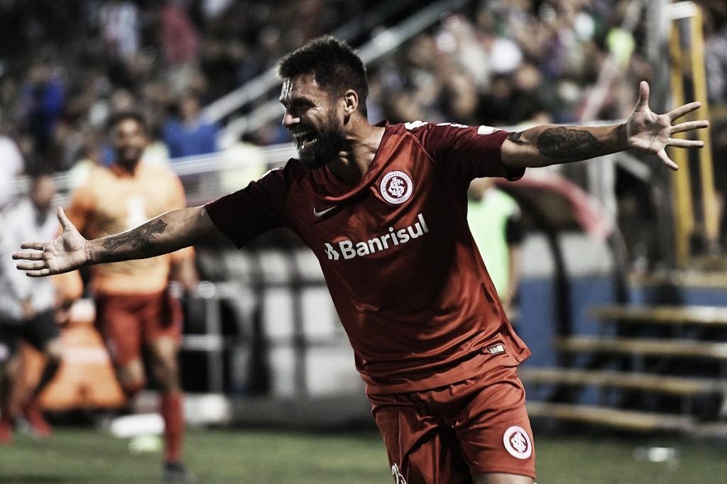 Goleiro falha, Sóbis sai como herói e Internacional vence Palestino na Libertadores