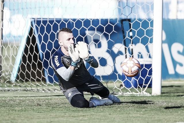 """Paulo Victor fala sobre próximos compromissos do Grêmio: """"Buscar títulos"""""""