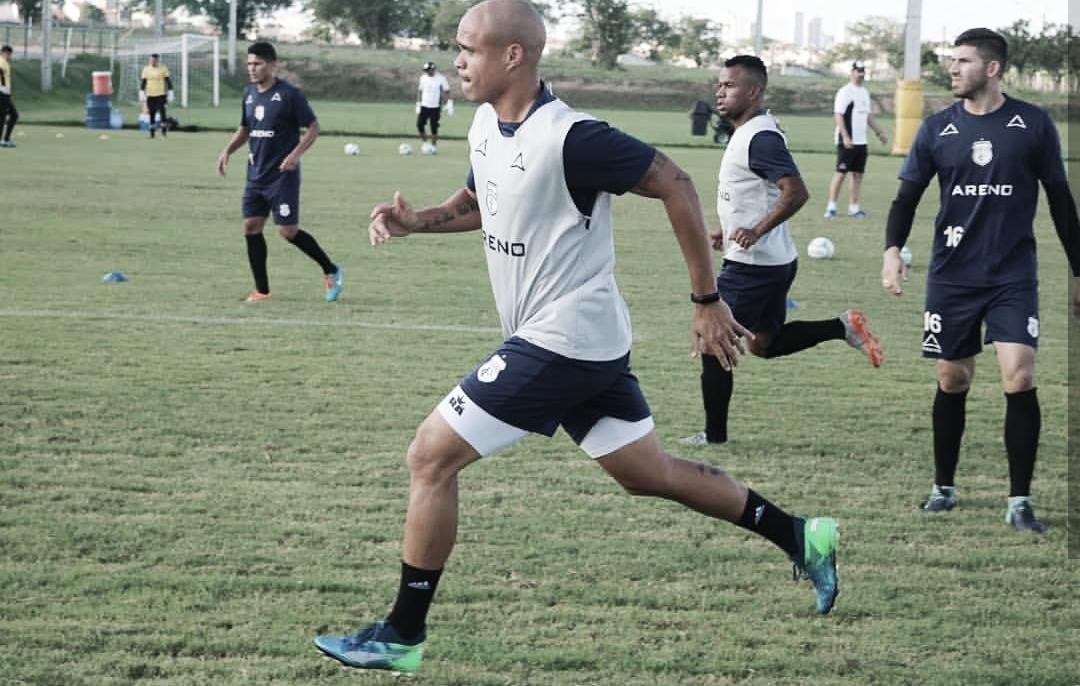 Zagueiro Ítalo é apresentado e já treina com elenco do Treze
