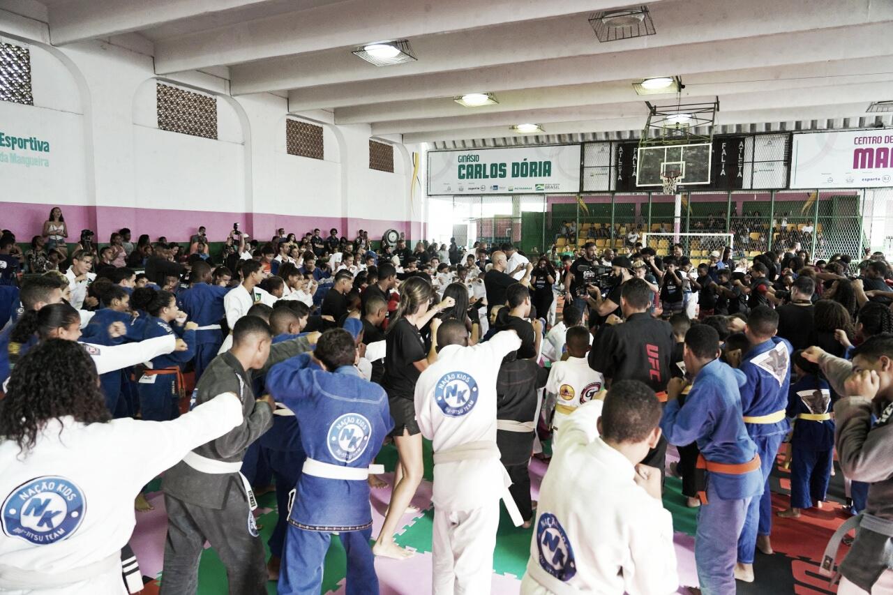 UFC promove campanha social em comunidades do Rio de Janeiro