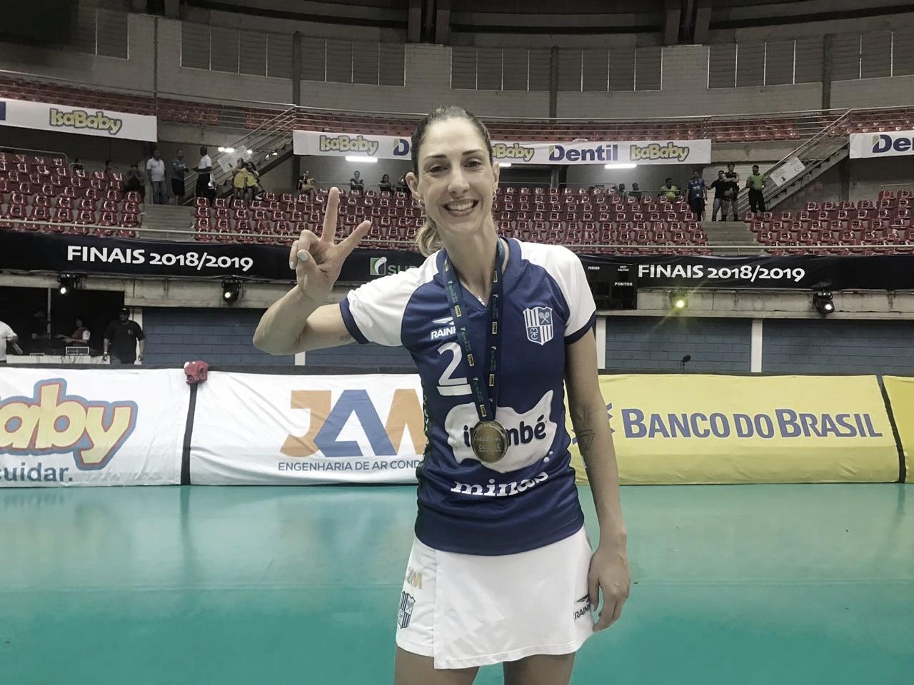 """Carol Gattaz comemora título do Itambé/Minas na Superliga: """"Muita superação"""""""