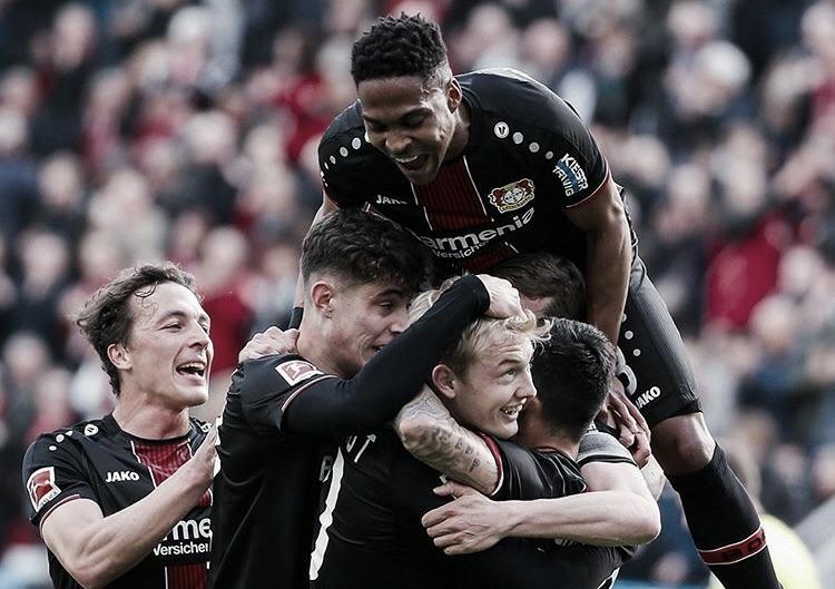 Chocolate leonino! Bayer Leverkusen goleia Eintracht e cola na briga pela UCL