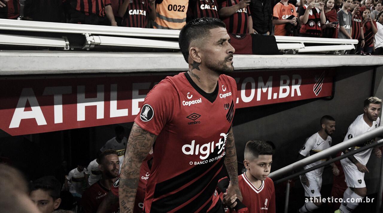 """Lucho aponta distração como maior erro do Athletico-PR: """"A gente acaba pagando caro"""""""