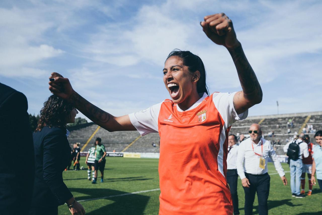 """Jana Queiroz comemora título da Liga Portuguesa após boa temporada: """"Muito especial"""""""