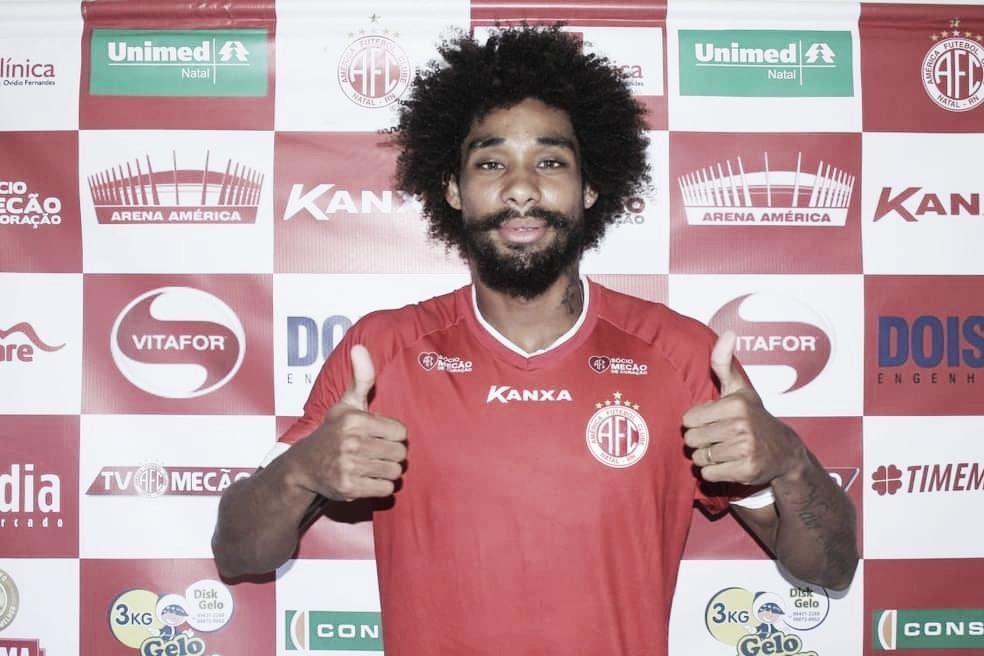 Campinense anuncia contratação do atacante Flávio Carioca