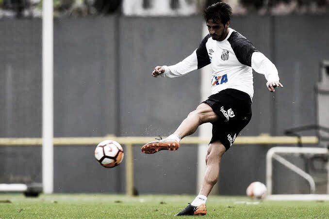 Bryan Ruiz retorna ao elenco do Santos após cinco meses afastado