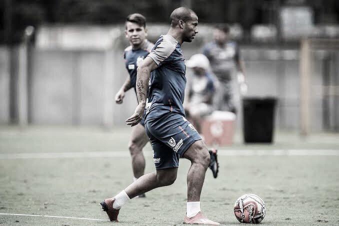 Peres tenta a permanência de estrangeiros para decisão na Copa do Brasil