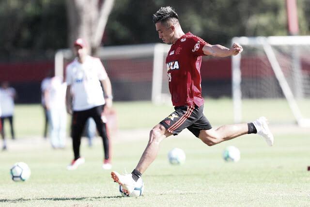 Santos e Flamengo chegam a acordo financeiro por Uribe