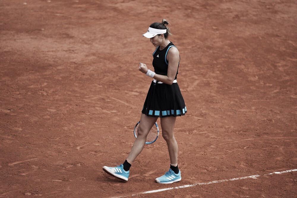 Soberana, Muguruza vence Larsson e avança à terceira rodada em Roland Garros