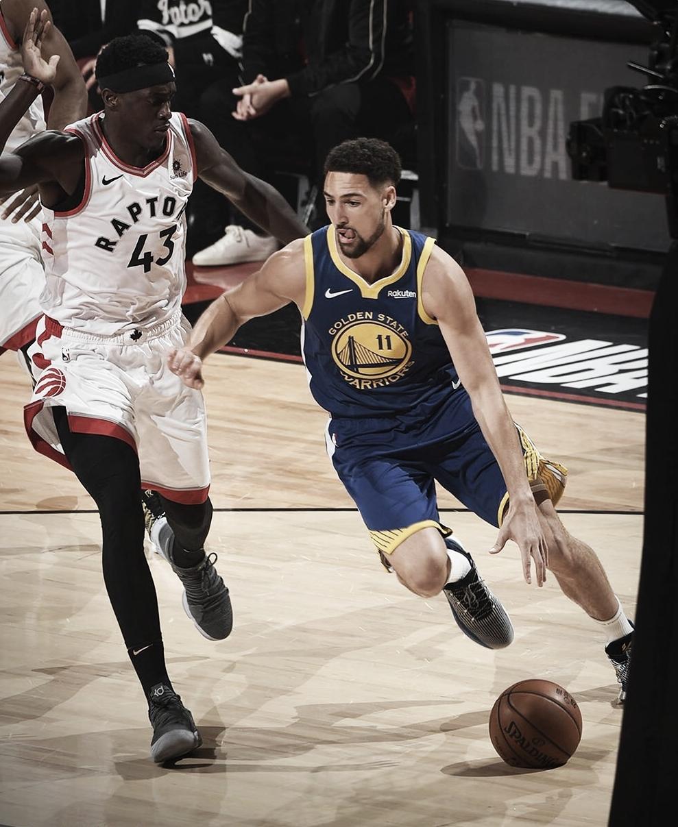 Jogando em Toronto, Warriors vencem e empatam série na NBA