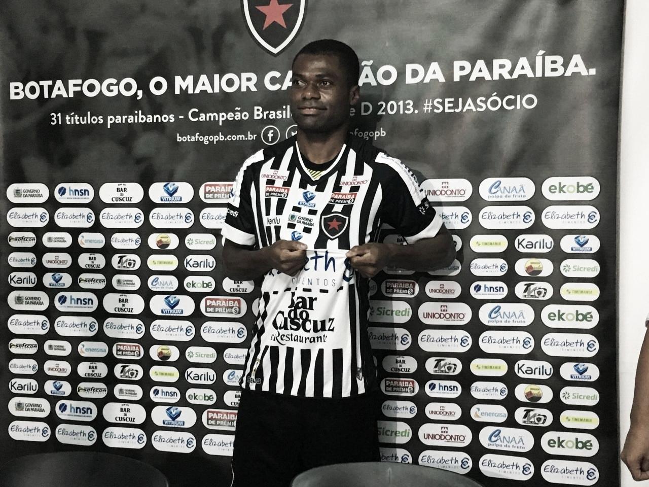 """Apresentado, Serginho diz estar ciente do objetivo do Botafogo-PB: """"Buscar o acesso"""""""