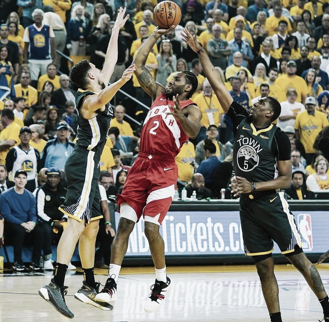 Kawhi Leonard brilha, Raptors batem Golden States e ficam a uma vitória do título da NBA