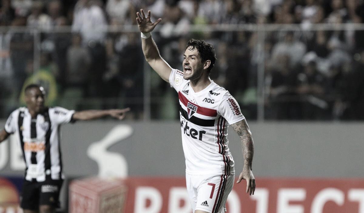 Atlético-MG fica só no empate com São Paulo e ambos se distanciam dos líderes