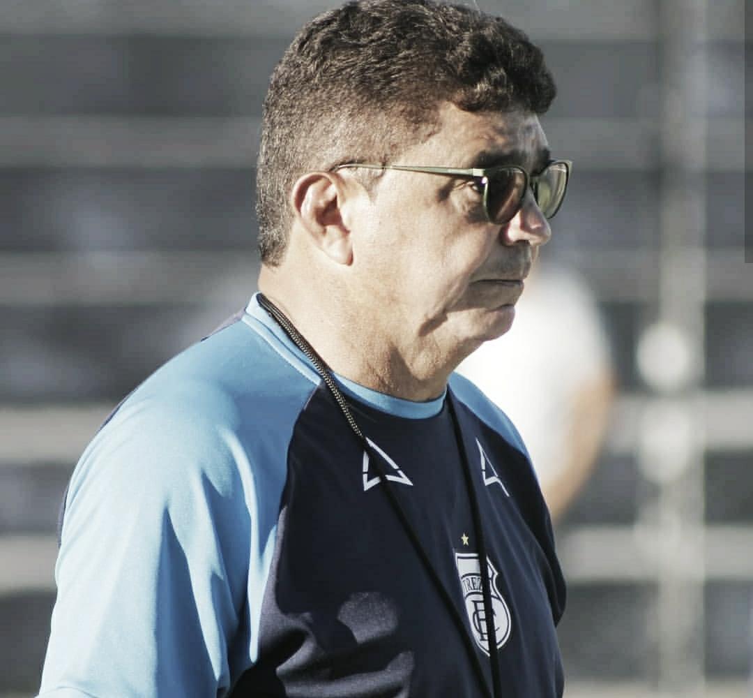 Flávio Araújo entrega o cargo e não é mais técnico do Treze