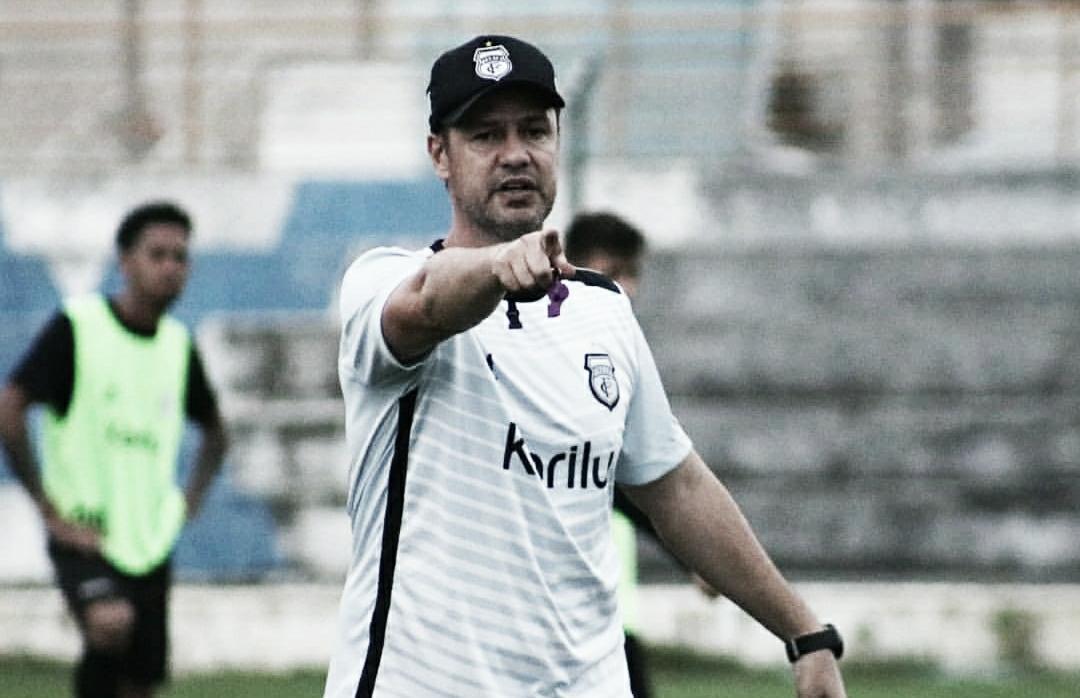 Kleber Romero comanda seu primeiro treino no Presidente Vargas