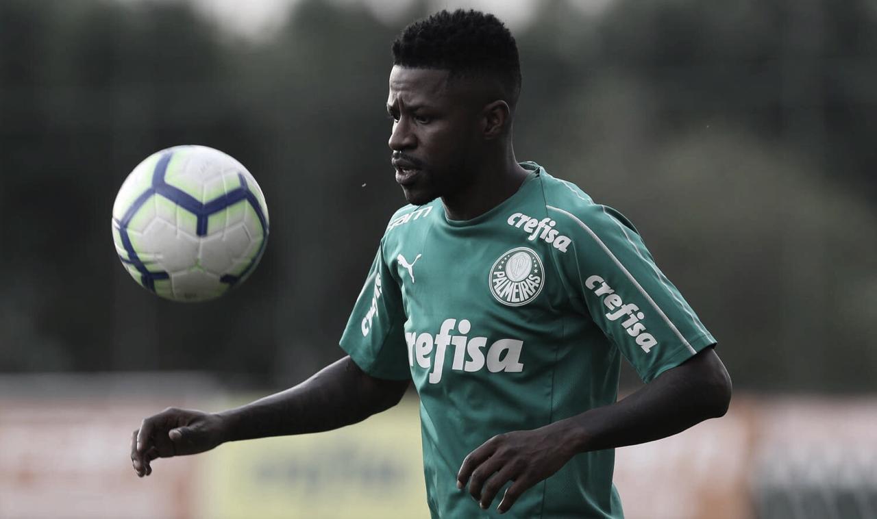 """Ramires é apresentado no Palmeiras e cita físico: """"Estou 95% da minha melhor forma"""""""