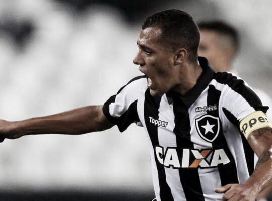 Lateral-esquerdo do Botafogo, Victor Lindenberg é emprestado ao Santa Cruz