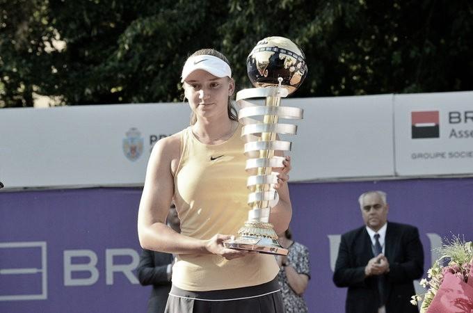 Rybakina vence fácil, acaba com semana dos sonhos de Tig e conquista WTA de Bucareste