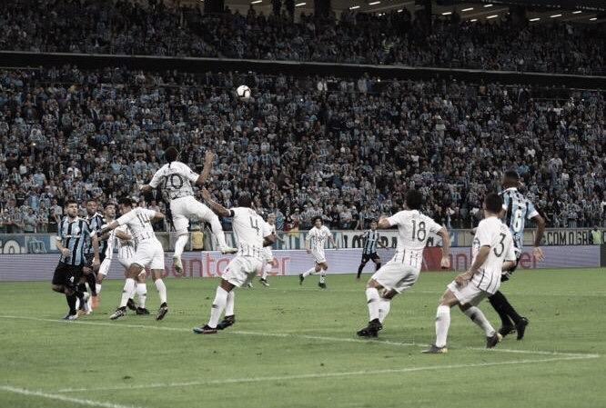 Mesmo com um a menos, Grêmio vence Libertad e abre vantagem nas oitavas da Libertadores