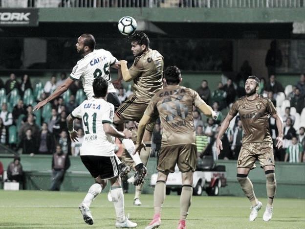 Em confronto direto na parte de cima da Série B, Sport e Coritiba duelam em Pernambuco