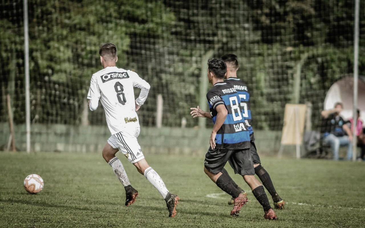 Meia do Figueirense comemora volta com vitória no clássico Catarinense Sub-17