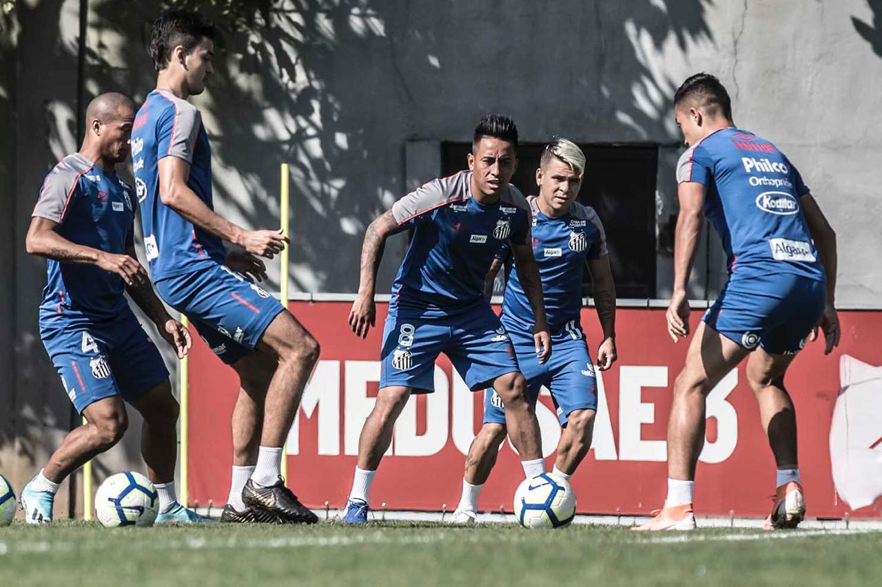 Santos visita Chapecoense almejando retomar liderança do Brasileirão