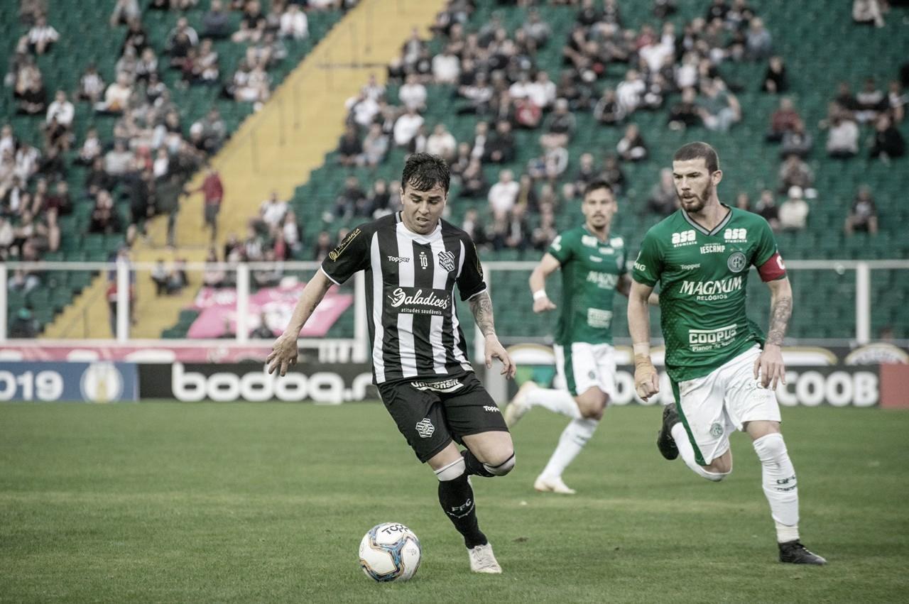 Figueirense perde em casa para lanterna Guarani e completa 11 partidas sem vencer na Série B