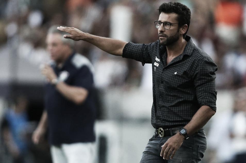 Na busca por novo treinador, Botafogo faz contato por Alberto Valentim
