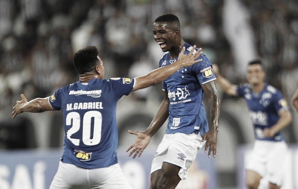 Cruzeiro bate Botafogo fora de casa e sai da zona de rebaixamento