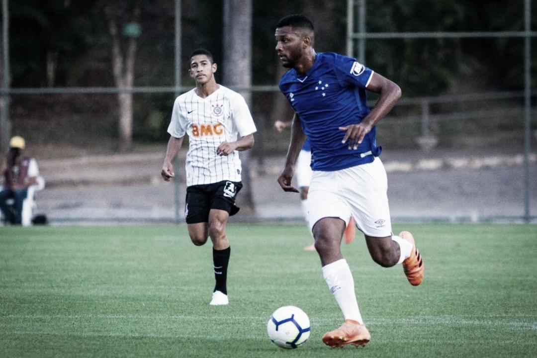Atacante do Cruzeiro comemora temporada e revela sonho em disputar Copinha