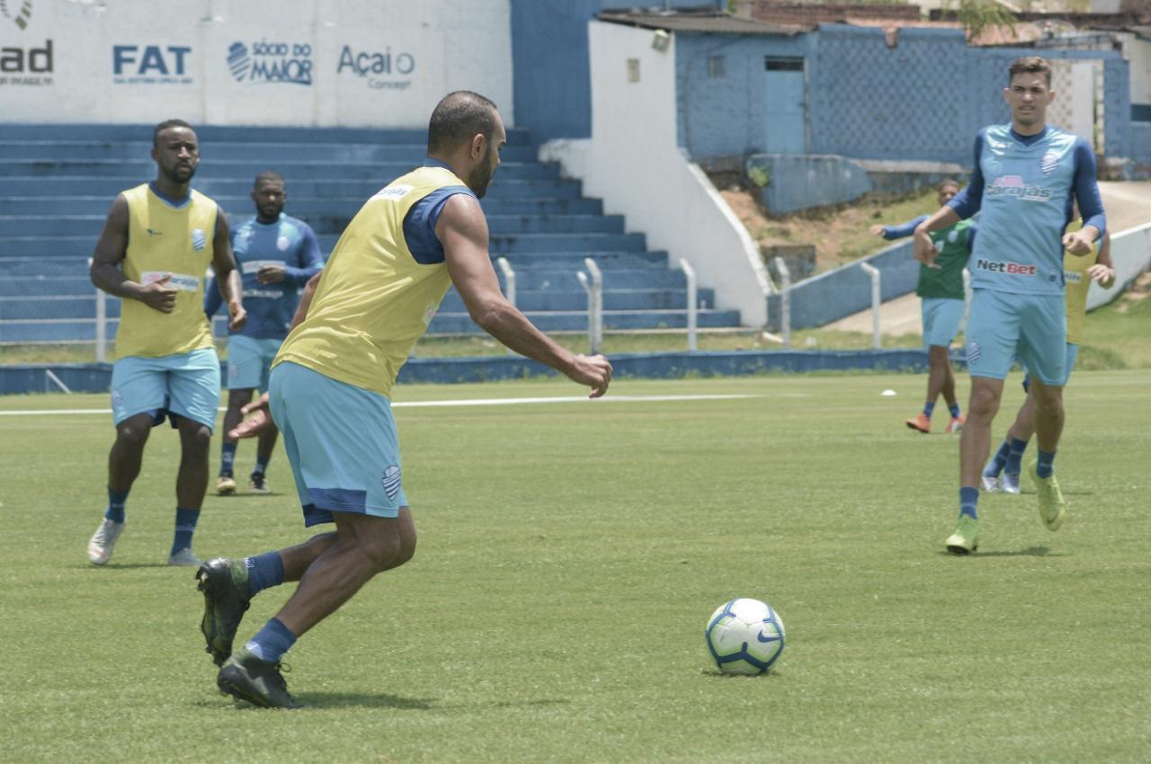Atacante Héctor Bustamante sai lesionado e pode desfalcar CSA diante do Fortaleza