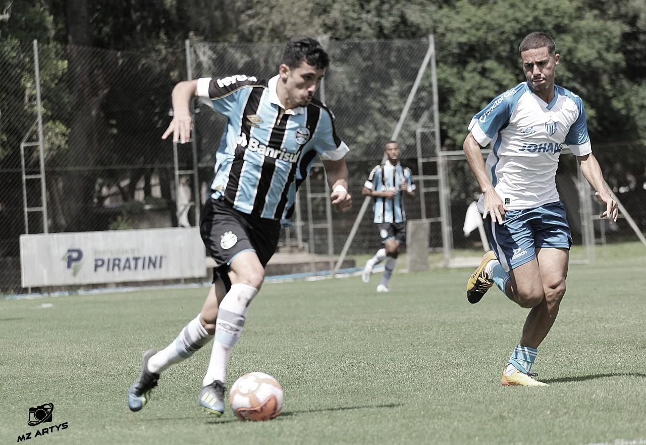 Com vantagem no placar, atacante do Grêmio pede atenção para o jogo de volta da final da Copa Sul
