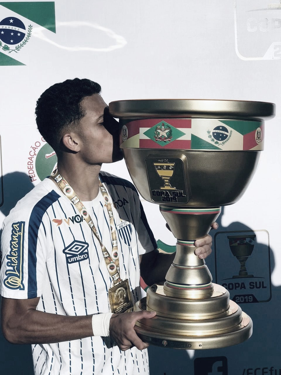 Lateral do Avaí comemora conquista da Copa Sul Sub-19
