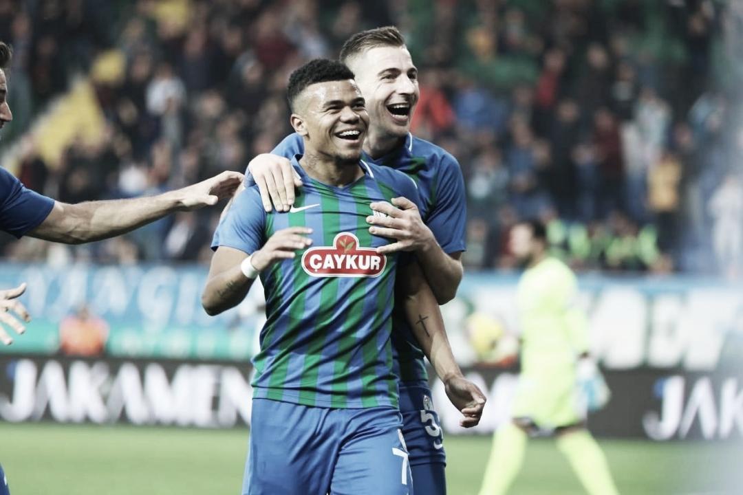 """Yan Sasse comemora gol na Turquia e diz: """"Que seja o primeiro de muitos"""""""